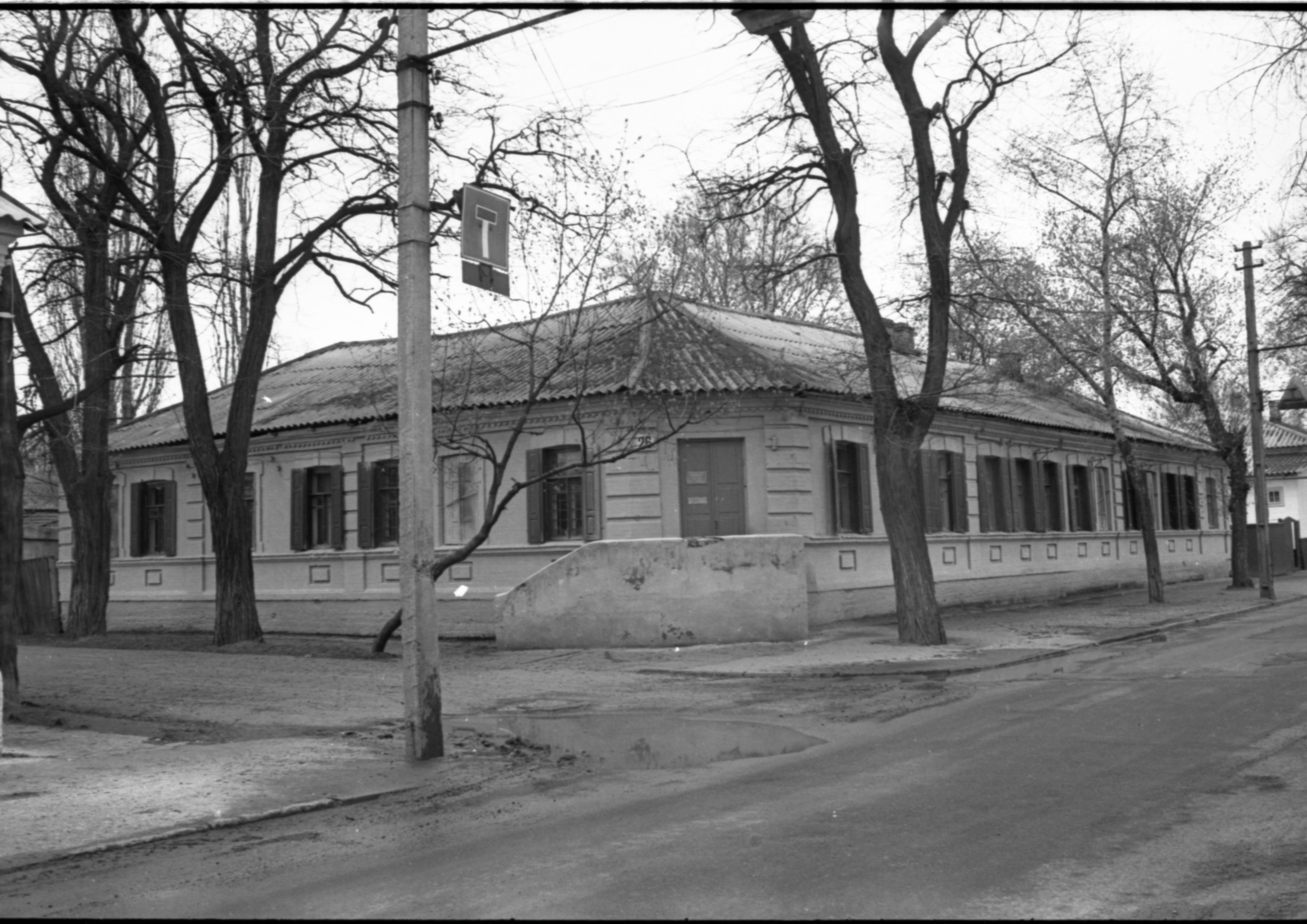 Будинок, збудований у 1909-1910 рр. на розі Короленківської та Пушкінської. 1978 р.